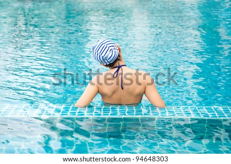 woman in the swimming pool in hat