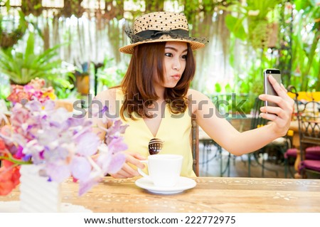 woman on phone drinking coffee