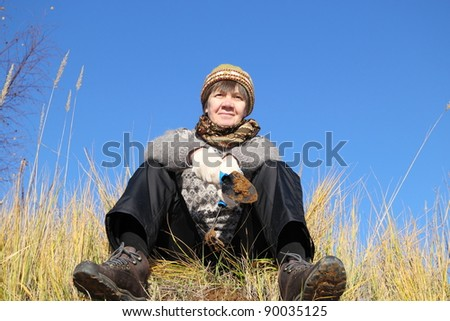 woman running on the ground, autumn, combine business with pleasure.