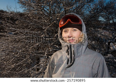 woman snowboarder