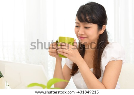 Woman who enjoy the laptop computer