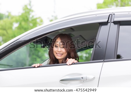 woman who sits down of the seat next to the driver