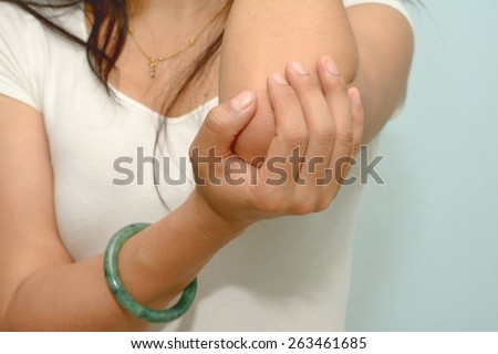 Woman with elbow complaints
