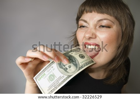 Woman with hand of $100 and it licks by the tongue.