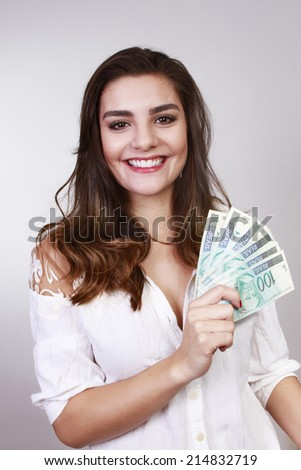 woman with money brasilien