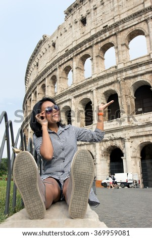 woman with sunglasses showing at Colosseum