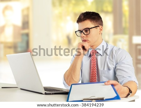 Woman work on laptop.