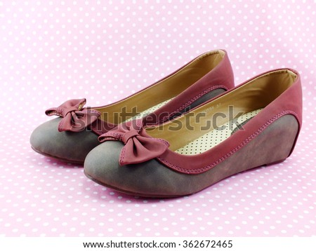 women flat shoes decoration with bow on pink background