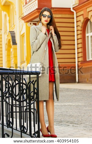 Women's fashion. City life. Young beautiful girl in the city.