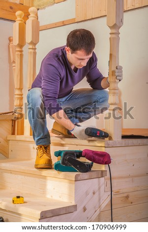 worker do mantage of ladder