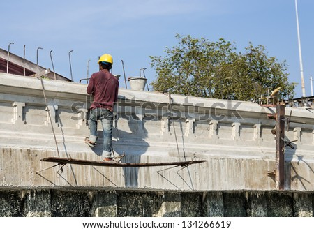 Workman in a dangerous Situation