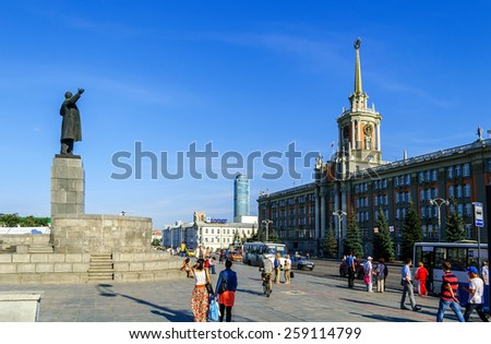 YEKATERINBURG, RUSSIA - AUGUST 24, 2013. The building of the Administration of Yekaterinburg and a statue of Lenin on the Square of 1905, Russia - stock photo