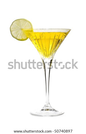yellow alcoholic cocktail with a slice of lime