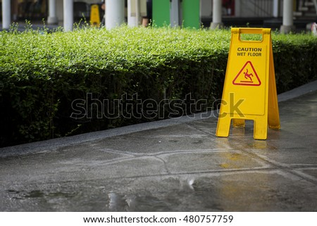 Yellow sign that alerts for wet floor
