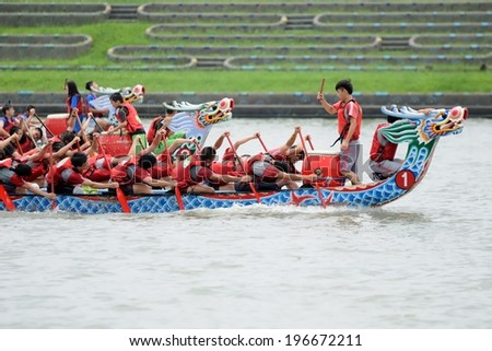 YILAN TAIWAN - MAY 31: three teams start accelerate. The Dragon Boat Festival on the Dongshan River on May 31, 2014 in Yilan - stock photo