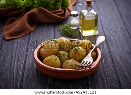 Young boiled potatoes with dill. Selective focus