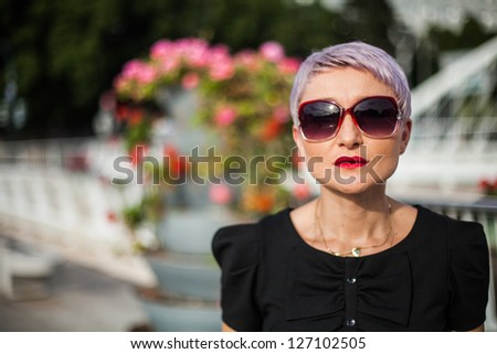 Young fashion girl wear sunglasses