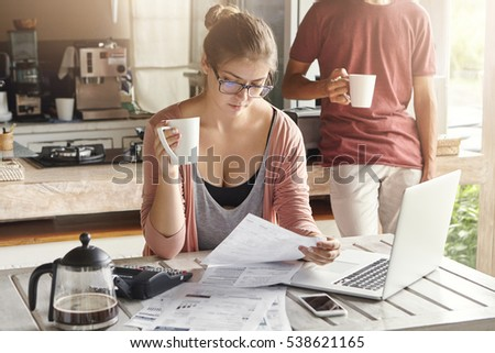 another coffee essay Another factor that influences a customer in paying more for coffee at coffee bean rather than a local coffee shop is because of the variety of promotions which are available varying from the promotional food and beverages or limited edition whole beans.