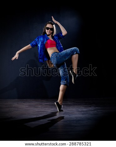 Young girl modern dancer (normal version)