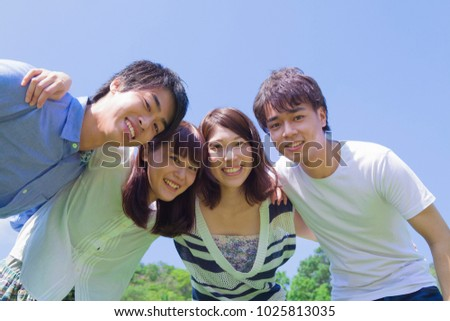 Young japanese people who smile in the park