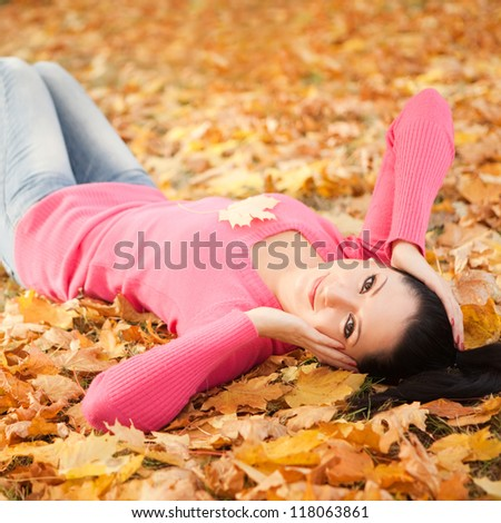 Young pretty woman relax in the autumn park