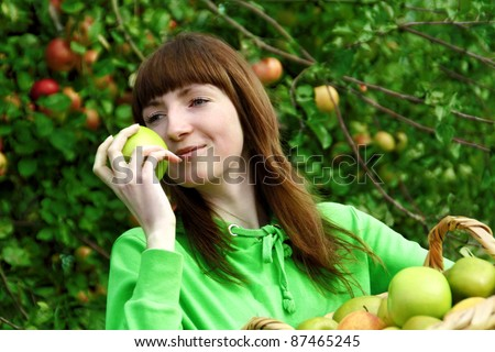 Young woman collecting apples