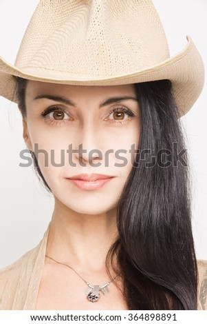 Young woman in cowboy hat
