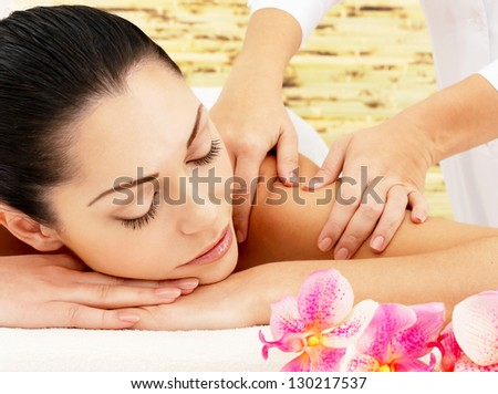Young woman on spa massage of shoulder in the beauty salon.