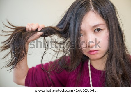 Young woman pulling her hair looking frustrated