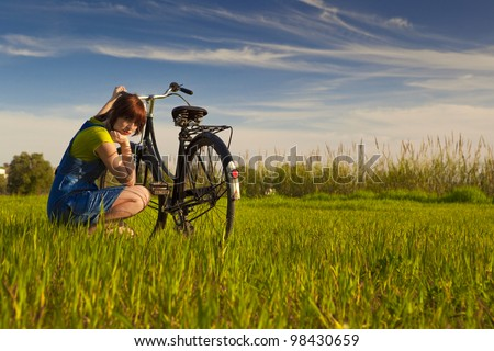 Young woman really anoyed beacuse of her to broken bicycle