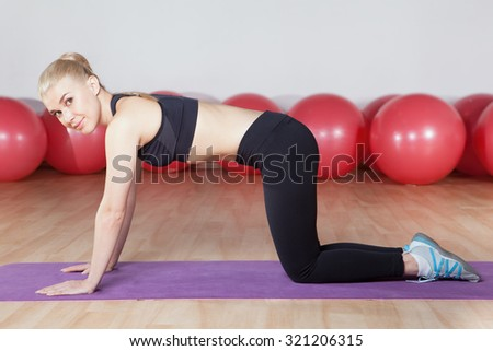 young woman workout planking in the gym