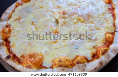 Yummy cheese pizza.