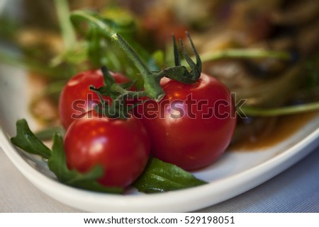 Zoomed in cherry tomatoes on a plate