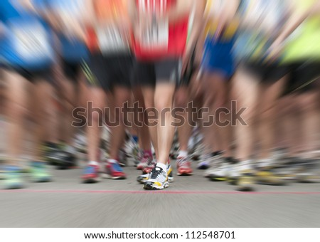 zooming on runner shoes at race start